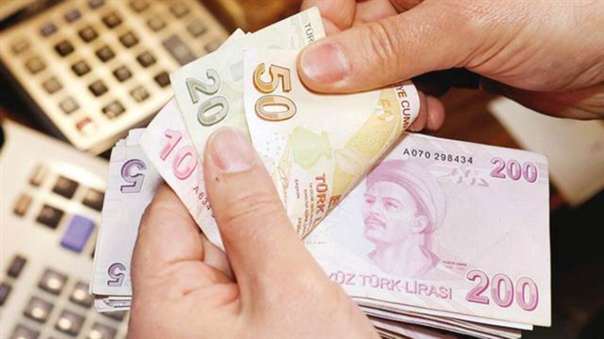 Jeopolitik riskler Türk Lirası'nı boğdu: Dolar 8 TL sınırında