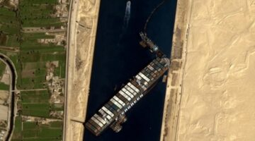 Süveyş Kanalı 7. günde kısmen açıldı